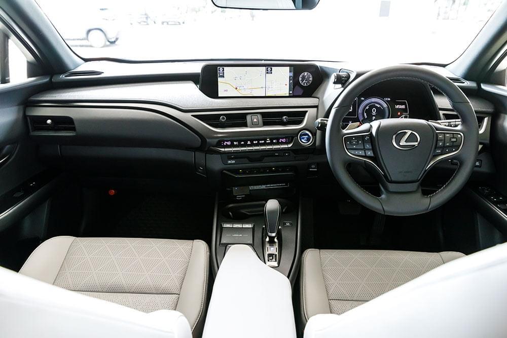 レクサスUX300eの内装